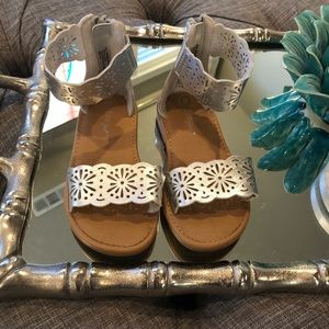 Other - 🌻Toddler silver ankle strap sandals